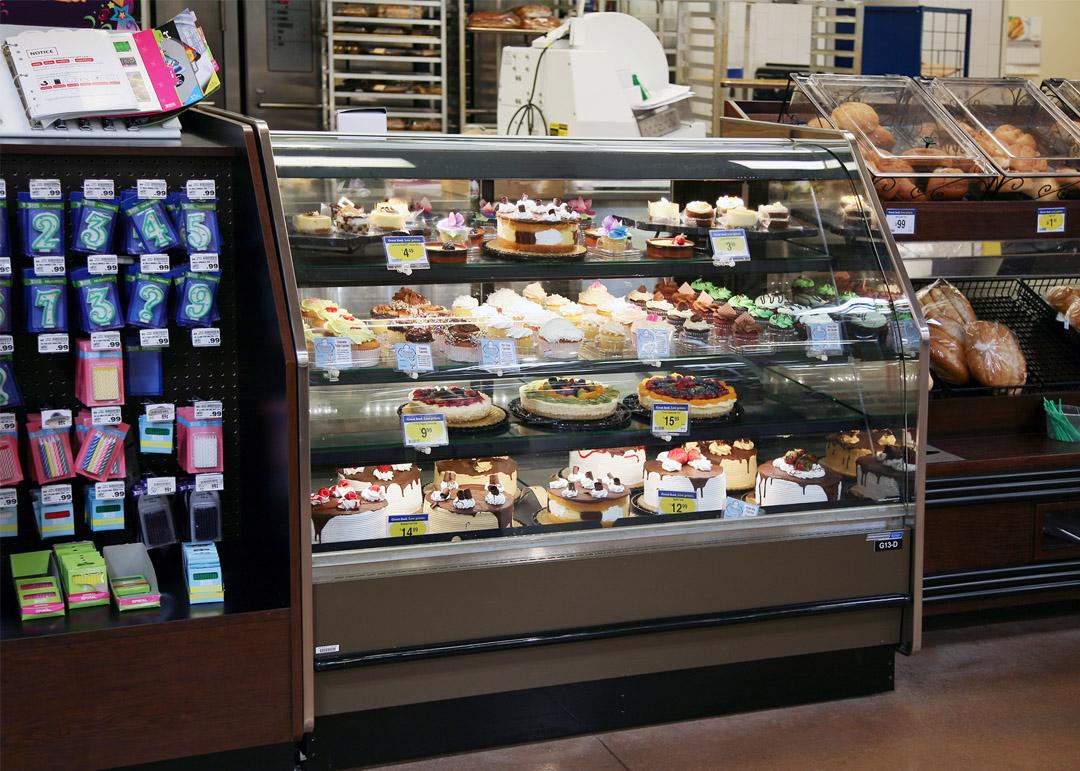 BLF-R-display-case-photo-bakery-service-3624