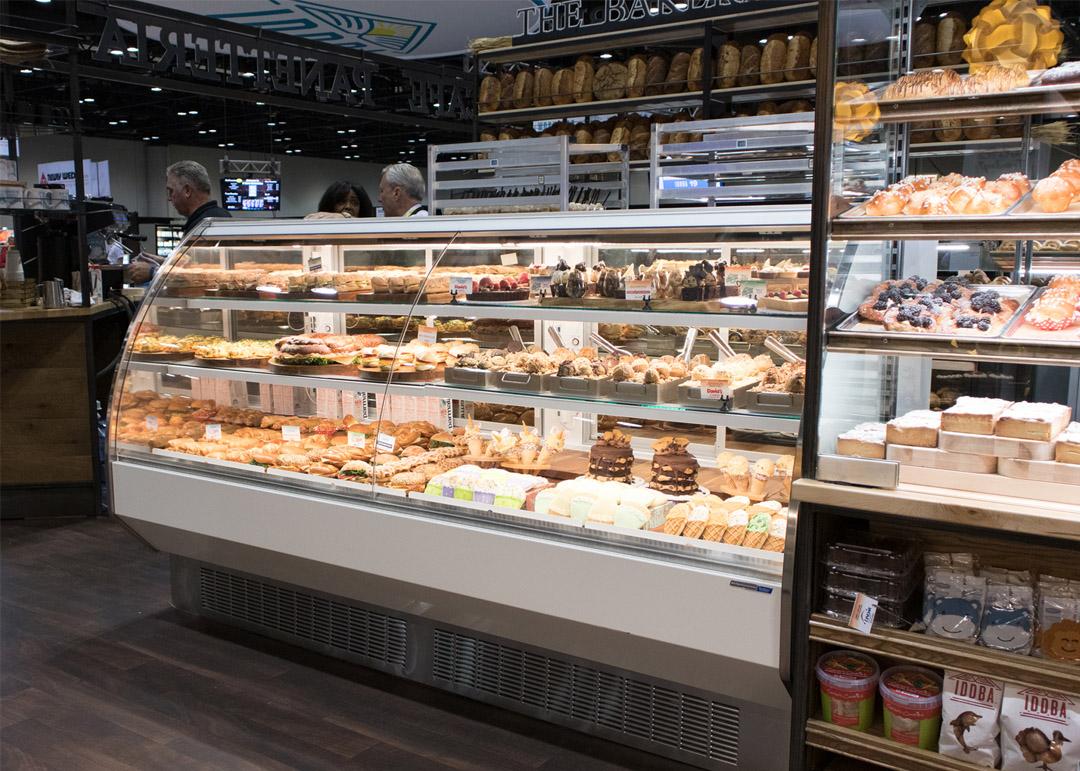 BMD-R-Bakery-display-case-photo-curved-glass-MCU-2251.jpg