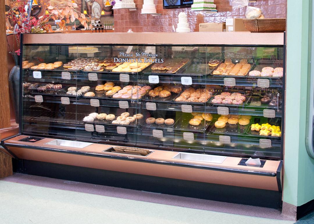 BWU-D-display-case-photo-bakery-6575.jpg